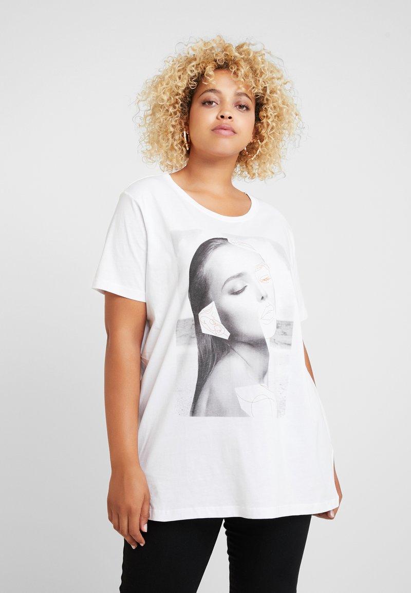ONLY Carmakoma - CARLIMBO BOXY TEE - Camiseta estampada - bright white