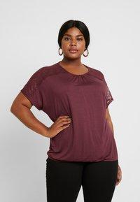ONLY Carmakoma - CARLENE - T-shirts med print - tawny port - 0
