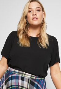 ONLY Carmakoma - CARLUXCAM SOLID - Blouse - black - 4