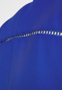 ONLY Carmakoma - CARDESIDO V NECK - Bluser - mazarine blue - 5