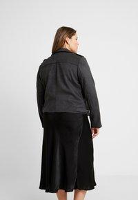 ONLY Carmakoma - CARSHERRY BONDED BIKER - Faux leather jacket - phantom - 2