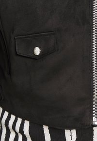 ONLY Carmakoma - CARSHERRY BONDED BIKER - Imiteret læderjakke - black - 6