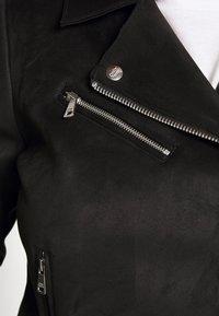 ONLY Carmakoma - CARSHERRY BONDED BIKER - Imiteret læderjakke - black - 4
