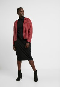 ONLY Carmakoma - CARAVANA BIKER - Faux leather jacket - red pear - 1