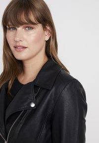 ONLY Carmakoma - CAREMMY BIKER - Giacca in similpelle - black - 3