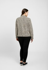 ONLY Carmakoma - CARLEONESS JACKET - Giacca di jeans - black - 2