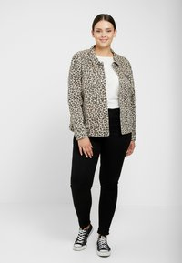 ONLY Carmakoma - CARLEONESS JACKET - Giacca di jeans - black - 1