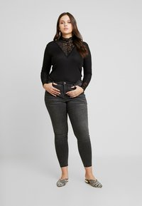 ONLY Carmakoma - T-shirt à manches longues - black - 1