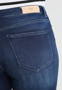 ONLY Carmakoma - CARMA REG JOG - Jeans Skinny - medium blue denim - 5