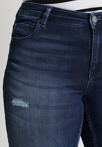 ONLY Carmakoma - CARMA REG JOG - Jeans Skinny - medium blue denim - 3