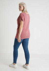 ONLY Carmakoma - CARTHUNDER PUSH UP - Jeans Skinny - medium blue denim - 2