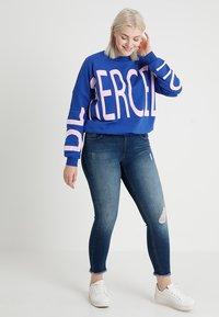 ONLY Carmakoma - CARWILLY - Jeans Skinny - medium blue denim - 1