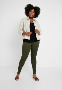 ONLY Carmakoma - CARTHUNDER  PUSH UP REG - Jeans Skinny Fit - dark green - 1