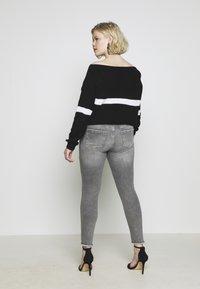 ONLY Carmakoma - CARWILLY - Jeans Skinny Fit - grey denim - 5