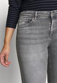 ONLY Carmakoma - CARWILLY - Jeans Skinny Fit - grey denim - 7