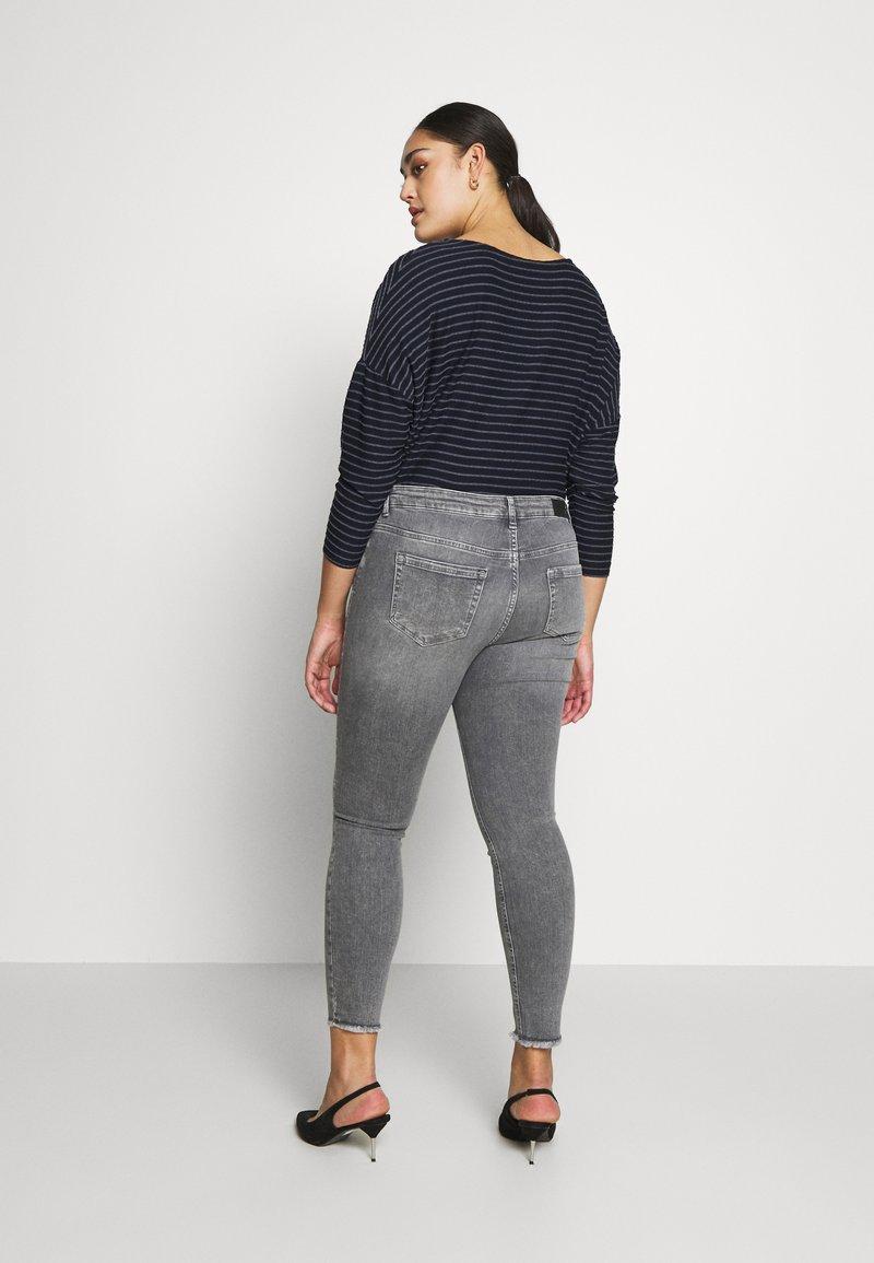 ONLY Carmakoma - CARWILLY - Jeans Skinny Fit - grey denim