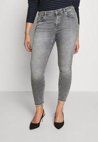 ONLY Carmakoma - CARWILLY - Jeans Skinny Fit - grey denim - 2