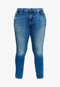ONLY Carmakoma - CARPISA DESTRO - Slim fit jeans - medium blue denim - 3
