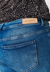ONLY Carmakoma - CARPISA DESTRO - Slim fit jeans - medium blue denim - 4