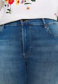 ONLY Carmakoma - CARMAYA SHAPE - Jeans Skinny - light blue denim - 4