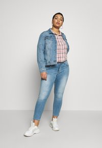 ONLY Carmakoma - CARKARLA LIFE - Jeans Skinny Fit - light blue denim - 1
