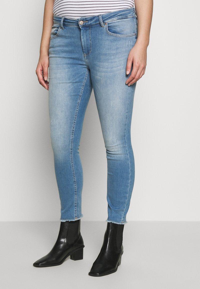 ONLY Carmakoma - CARWILLY - Jeans Skinny Fit - light blue denim