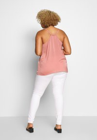 ONLY Carmakoma - CARAUGUSTA - Jeans Skinny - white - 2