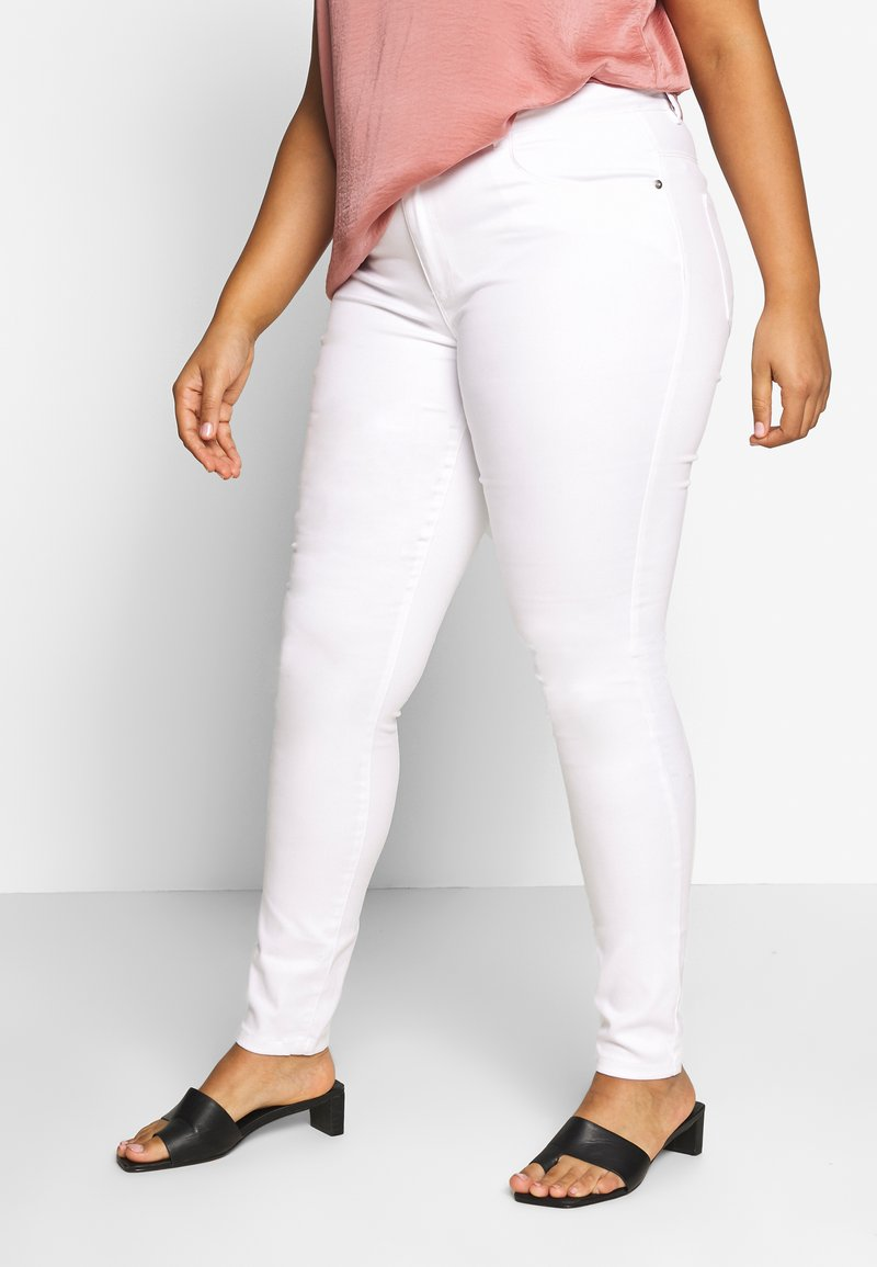 ONLY Carmakoma - CARAUGUSTA - Jeans Skinny - white
