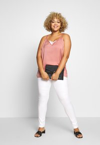ONLY Carmakoma - CARAUGUSTA - Jeans Skinny - white - 1