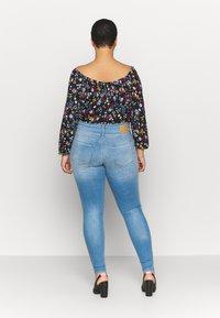 ONLY Carmakoma - CARANNABEL - Jeans Skinny Fit - medium blue denim - 2