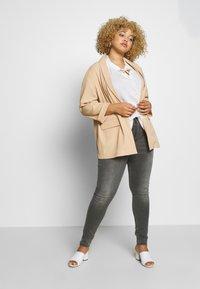 ONLY Carmakoma - CARAUGUSTA LIFE - Jeans Skinny Fit - dark grey denim - 1