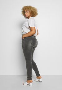 ONLY Carmakoma - CARAUGUSTA LIFE - Jeans Skinny Fit - dark grey denim - 2