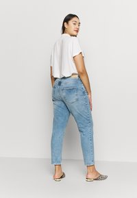 ONLY Carmakoma - CARENEDA LIFE  - Jeans Skinny Fit - light blue denim - 2