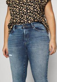 ONLY Carmakoma - CARMAYA LIFE - Jeans Skinny Fit - medium blue denim - 3