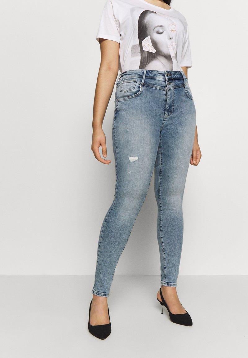 ONLY Carmakoma - CARRISSY  LIFE - Jeans Skinny Fit - light blue denim