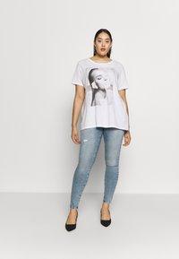 ONLY Carmakoma - CARRISSY  LIFE - Jeans Skinny Fit - light blue denim - 1