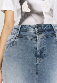 ONLY Carmakoma - CARRISSY  LIFE - Jeans Skinny Fit - light blue denim - 5