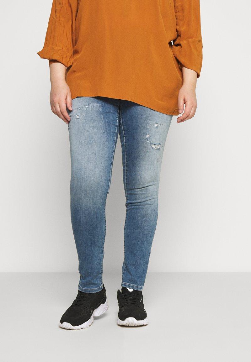 ONLY Carmakoma - CARCARMA LIFE REG - Jeans Skinny Fit - light blue denim