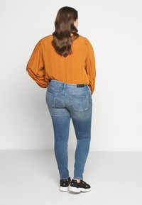 ONLY Carmakoma - CARCARMA LIFE REG - Jeans Skinny Fit - light blue denim - 2