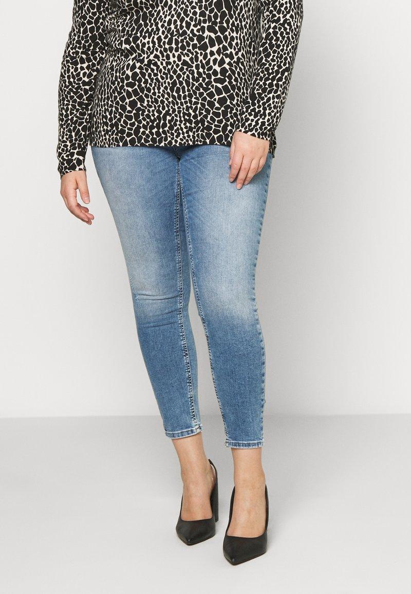 ONLY Carmakoma - CARWILLY  LIFE  - Jeans Skinny Fit - light-blue denim