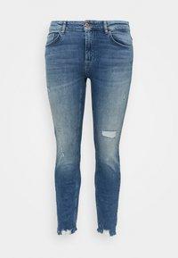 ONLY Carmakoma - CARTARA LIFE REGULAR  CROPED - Slim fit jeans - medium blue denim - 3