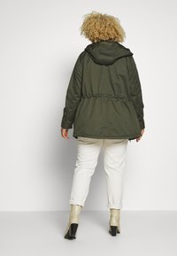 ONLY Carmakoma - CARNEWLORCA SPRING - Parka - forest night