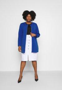 ONLY Carmakoma - CARKATHARINA SPRING COAT - Short coat - mazarine blue - 1