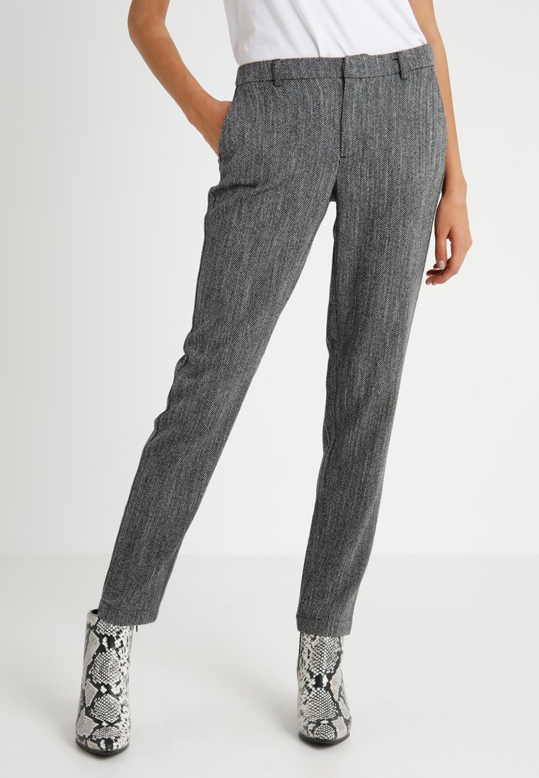 ONLY Tall - ONLKITTY CIGARETTE ANKLE PANT - Pantalones - black