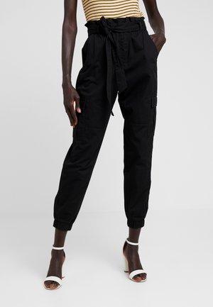 ONLMILES PAPERBAG PANT - Pantalones cargo - black
