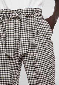 ONLY Tall - ONLLENA PAPERBAG PANTS - Pantalon classique - grape leaf/black/cream pink - 4