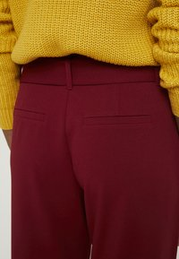 ONLY Tall - ONLCAROLINA BELT PANTS - Broek - merlot - 6