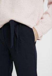 ONLY Tall - ONLCAROLINA BELT PANTS - Pantaloni - night sky - 3