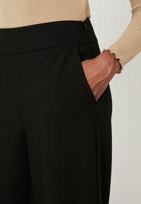 ONLY Tall - ONLINCA WIDE PANTS - Kalhoty - black - 6
