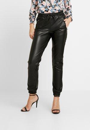 ONLBIRGITTE TOPAS STRING PANT - Pantalones deportivos - black